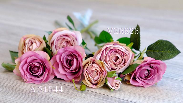 VE6826とA-31544、VE6826は、丸みのあるベージュピンクのアンティーク調のバラ。アンティークなバラと相性がいい。