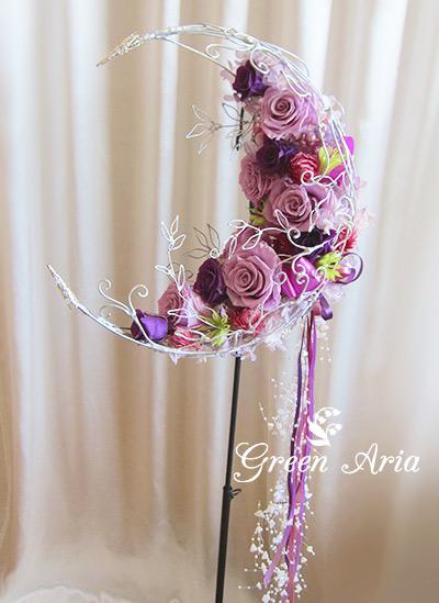 紫のグラデーション三日月ウエディングブーケシルバーの輝きが美しい