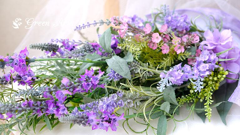 4種類のラベンダーが入ったスワッグは、紫のグラデーションになり、見ているだけで癒やされる